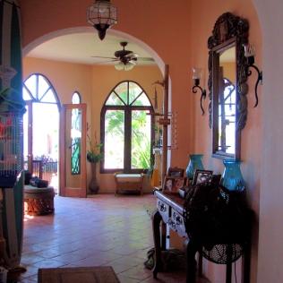 04_Casa Lorenzo_Hall to living rm_9127