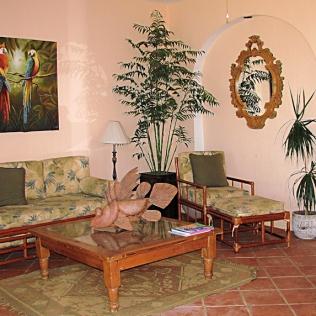 04_Casa Lorenzo_living rm_9124