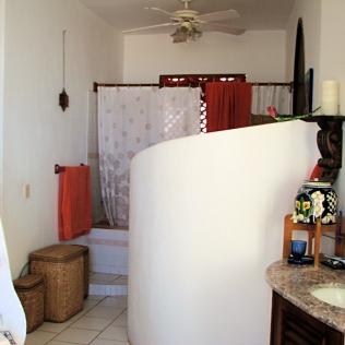 10_Casa Lorenzo_master bedroom bath_9136